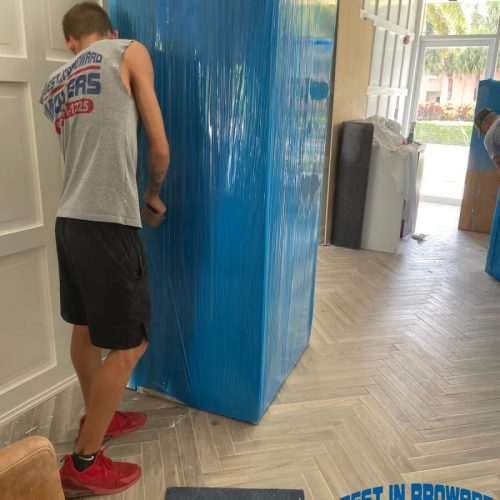 Best-in-Broward-Movers-worker-scaled